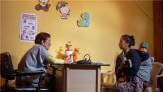Mujer en la clínica