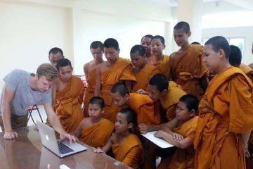 Voluntariado en escuelas budistas