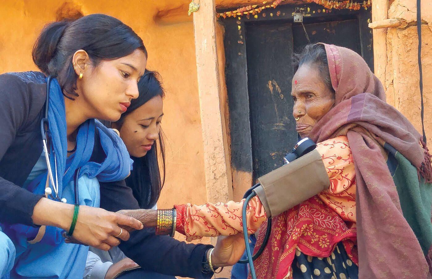 Ayuda en un hospital de katmandu